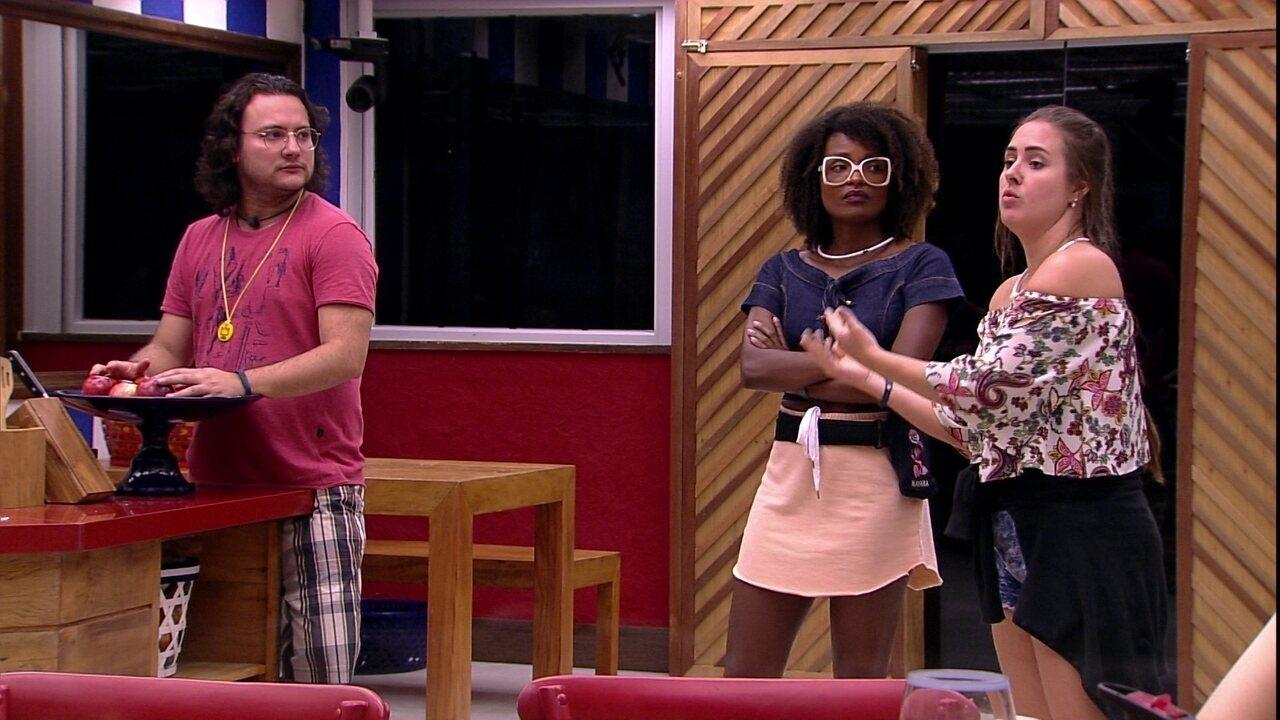 Patrícia e Gleici discutem sobre trio: 'Você é uma pessoa e eles são outras'