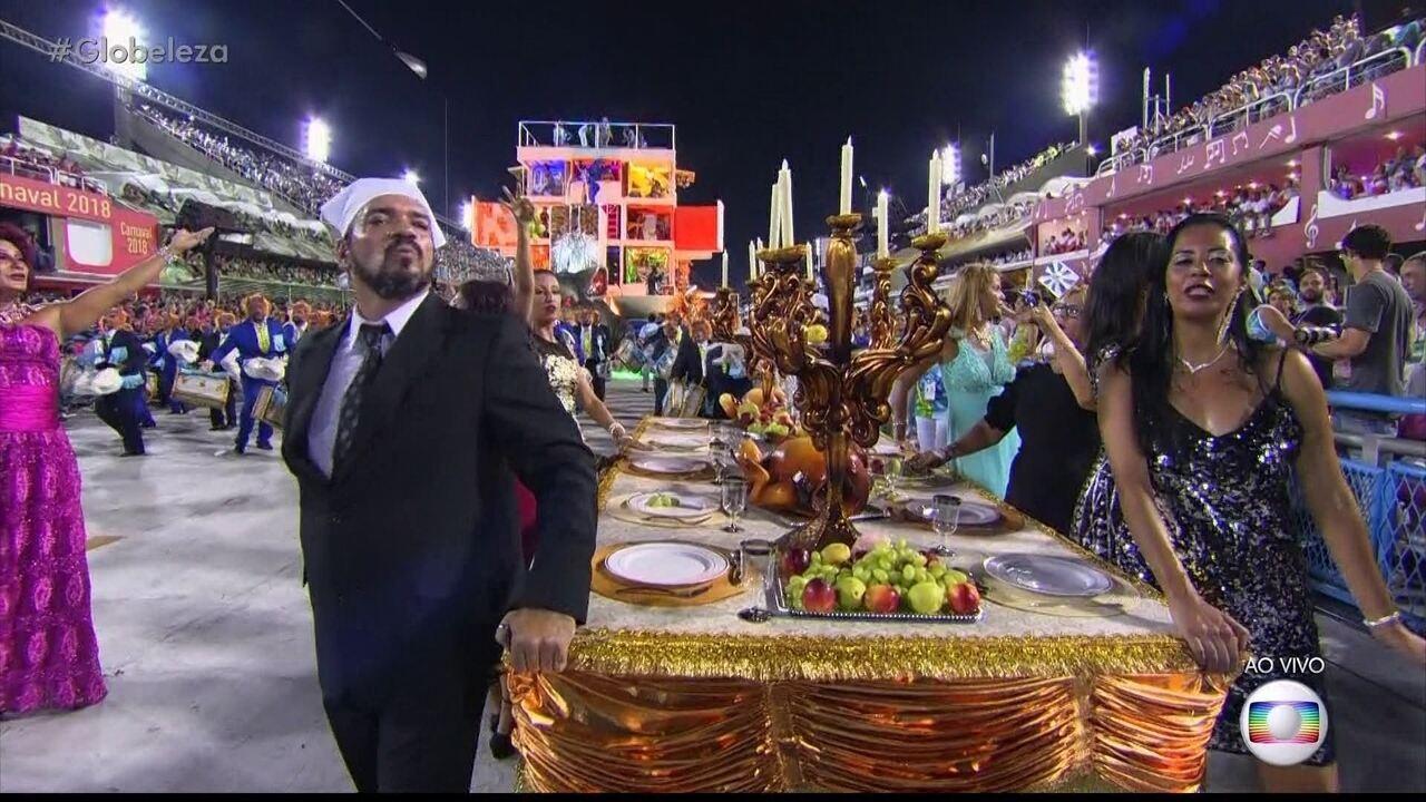 Ato da Beija-Flor faz referência a momento protagonizado pelo ex-governador Sérgio Cabral