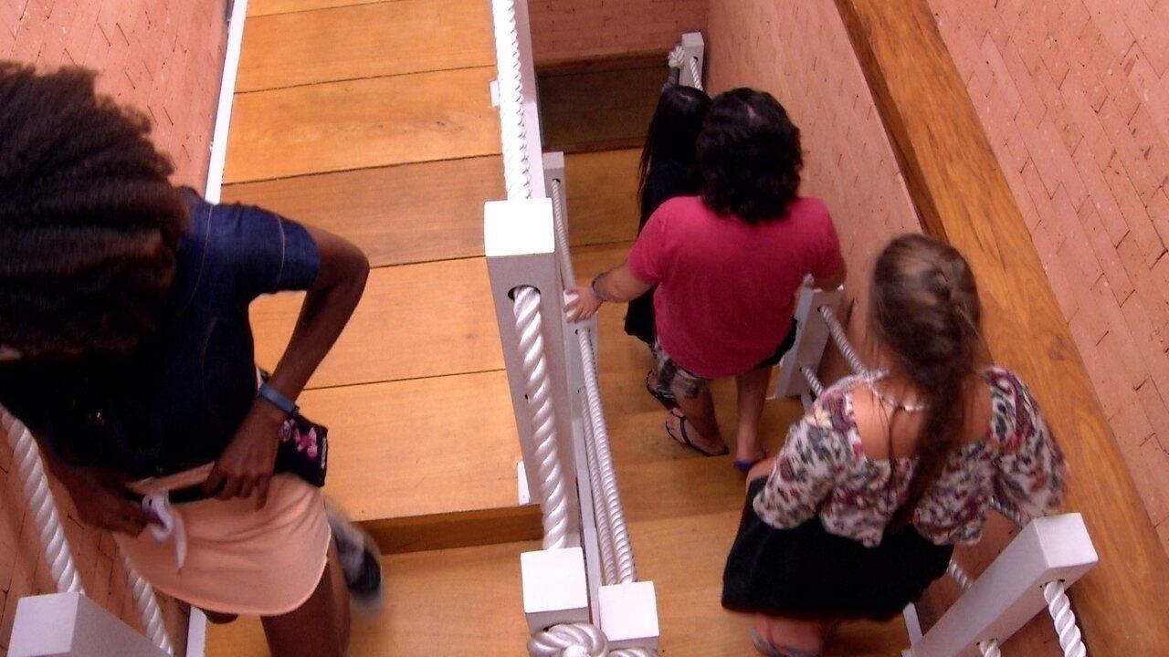 Ana Paula, Nayara, Diego e Patrícia descem do Cinema do Líder