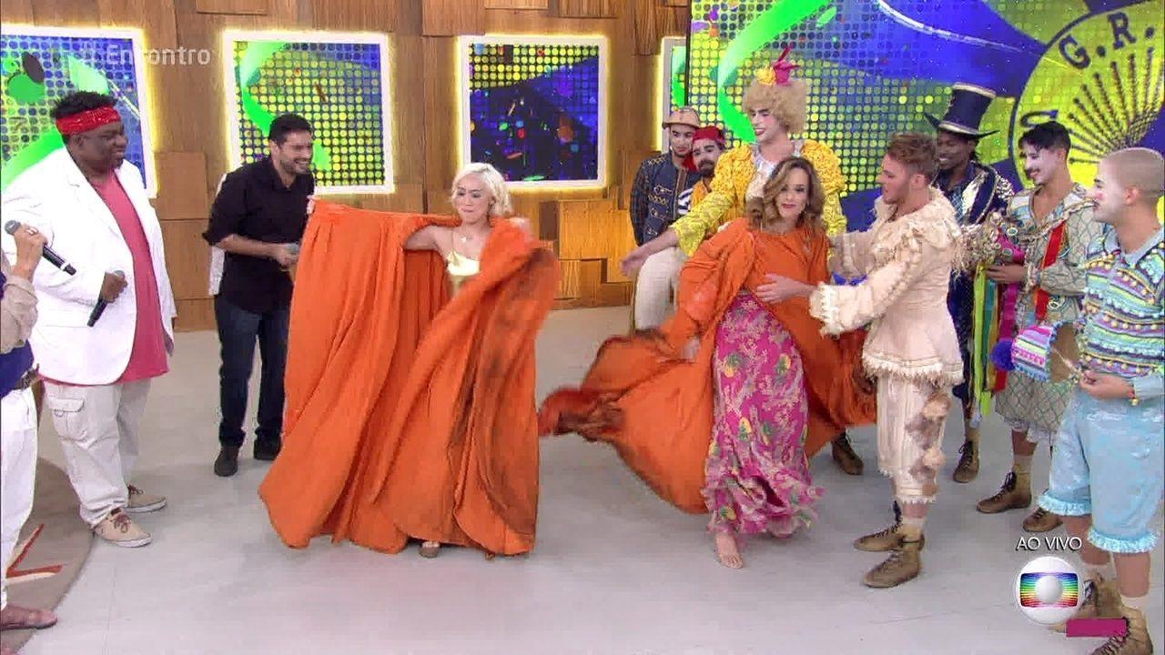 Ana Furtado experimenta troca de roupa a jato da Unidos da Tijuca