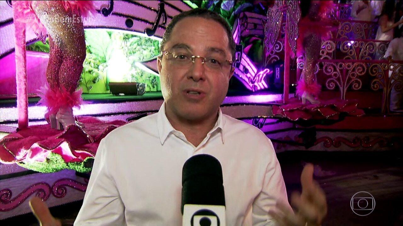 Dr. Roberto Kalil participa do desfile da escola de samba Mocidade Alegre em SP
