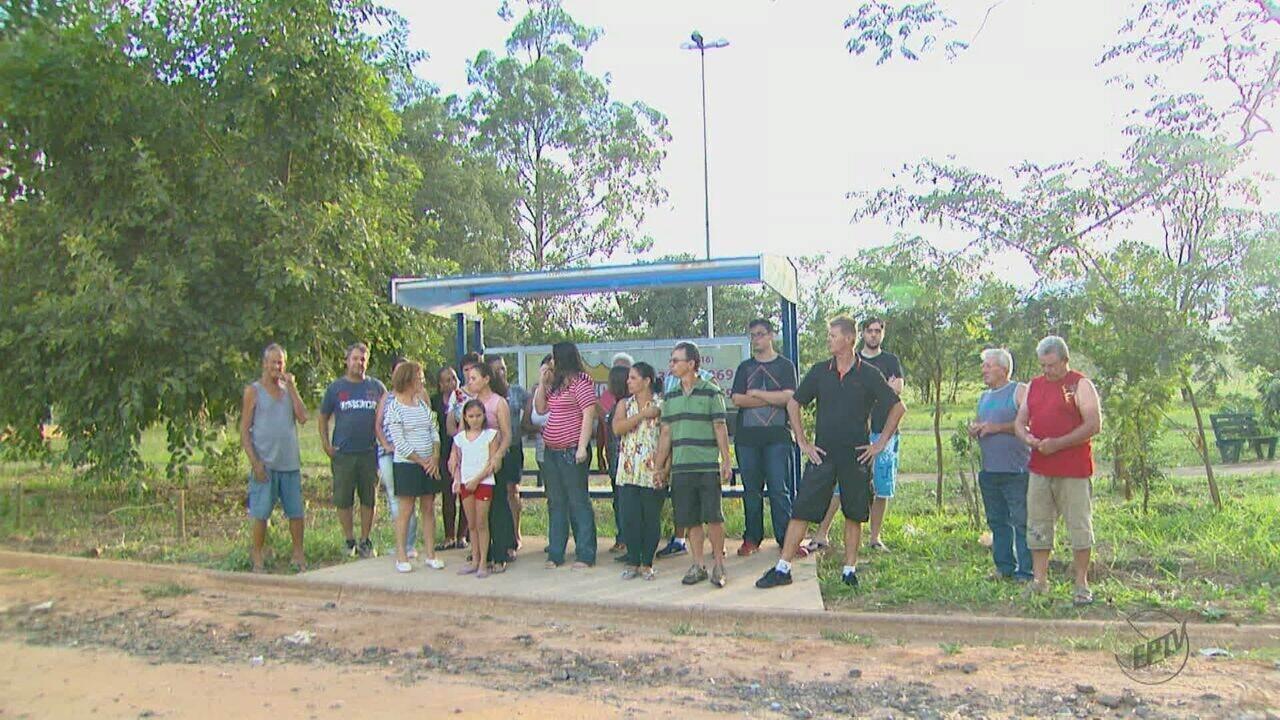 Falta de ônibus em São Carlos prejudica moradores do bairro Aracê de Santo Antônio
