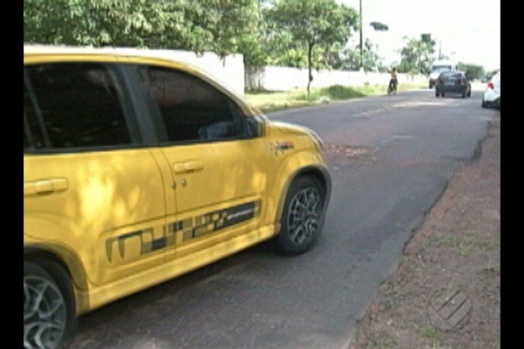 Buracos na estrada de Outeiro causa problemas para motoristas e moradores