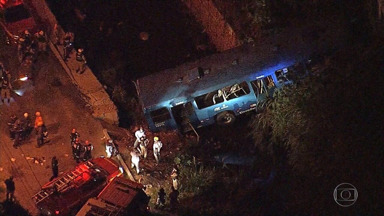 Inquérito para apurar acidente com ônibus que caiu em córrego deve ser aberto nesta quinta