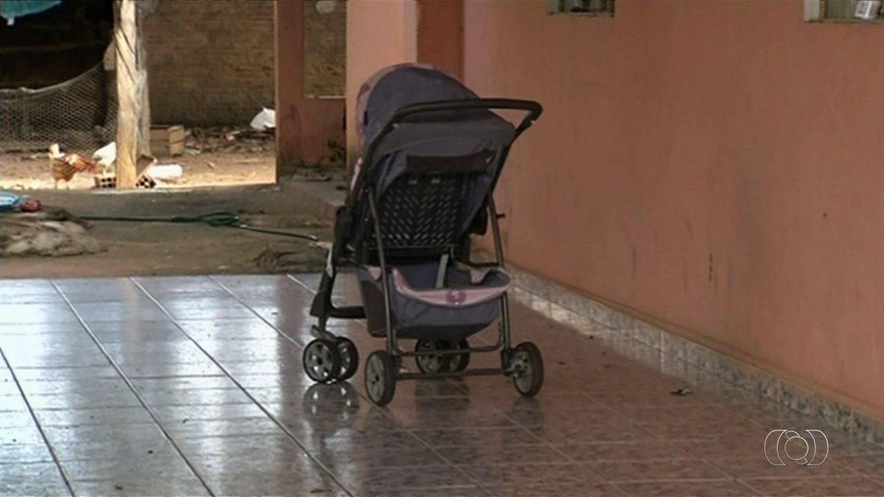 Polícia investiga mãe e padrasto por morte de menino de 2 anos em Anápolis