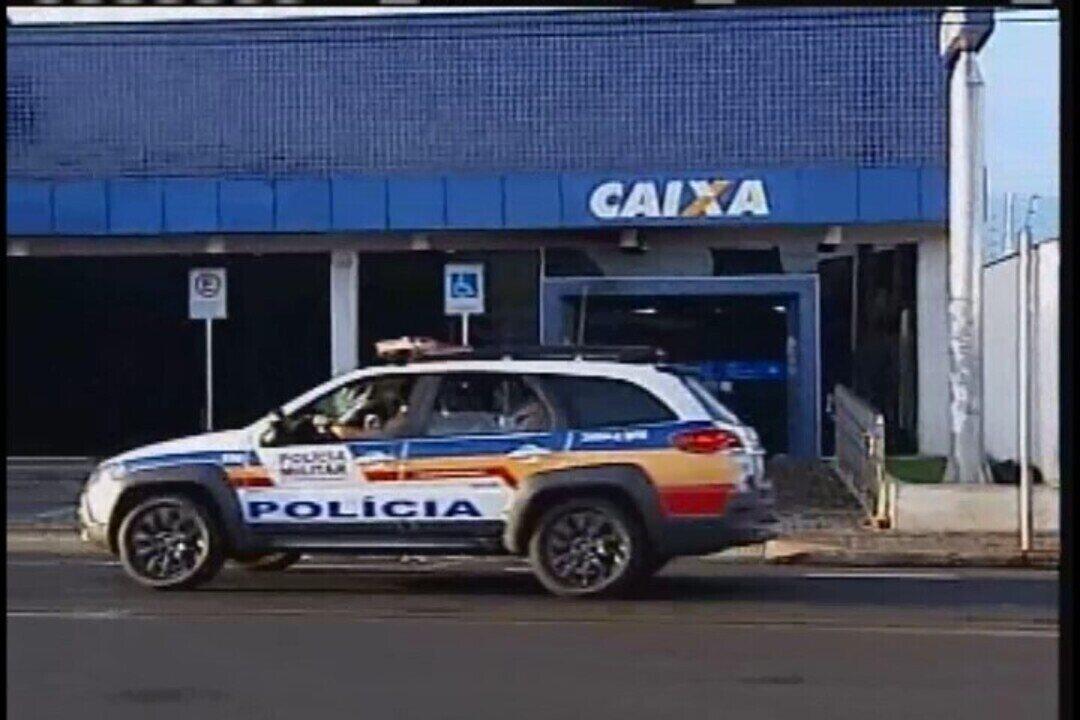 Dois caixas eletrônicos da Caixa Econômica Federal em Uberaba são incendiados