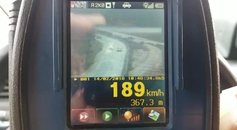 PRF flagra carro transitando a 189 km/h em BR de Alagoas