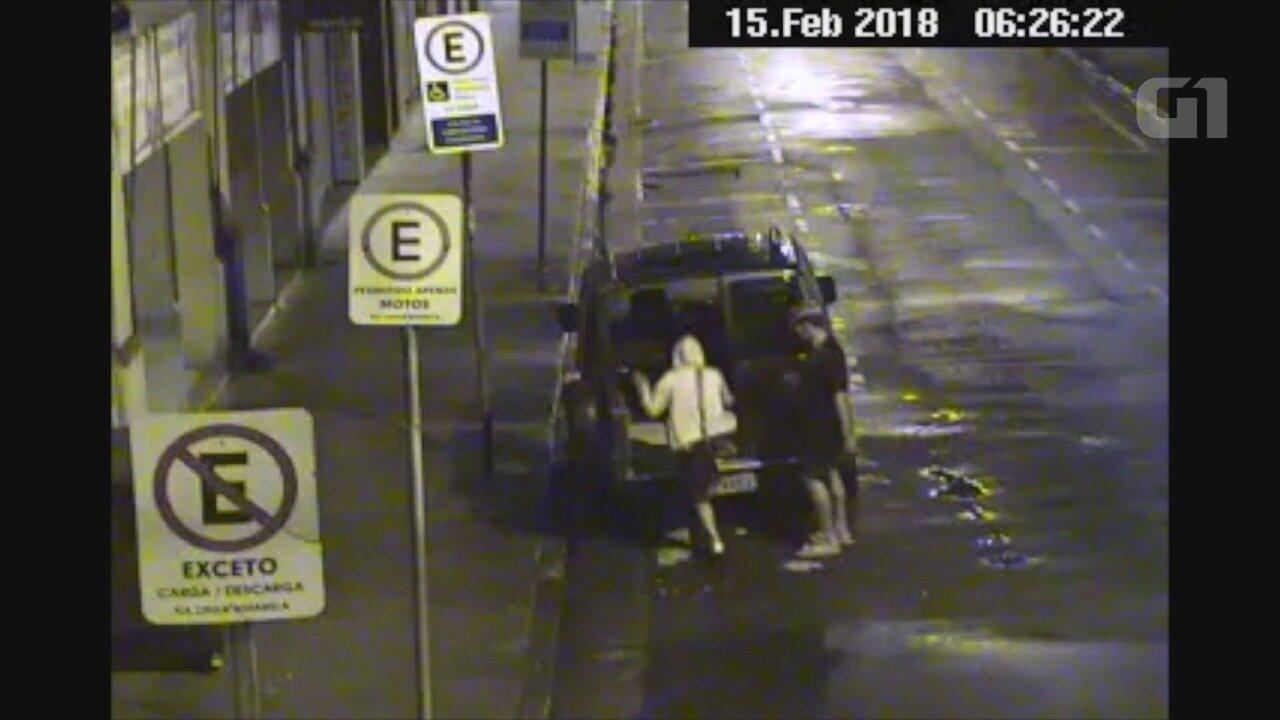 Dupla arrombou carro e tentou fugir pelas ruas do Centro de Santos, SP
