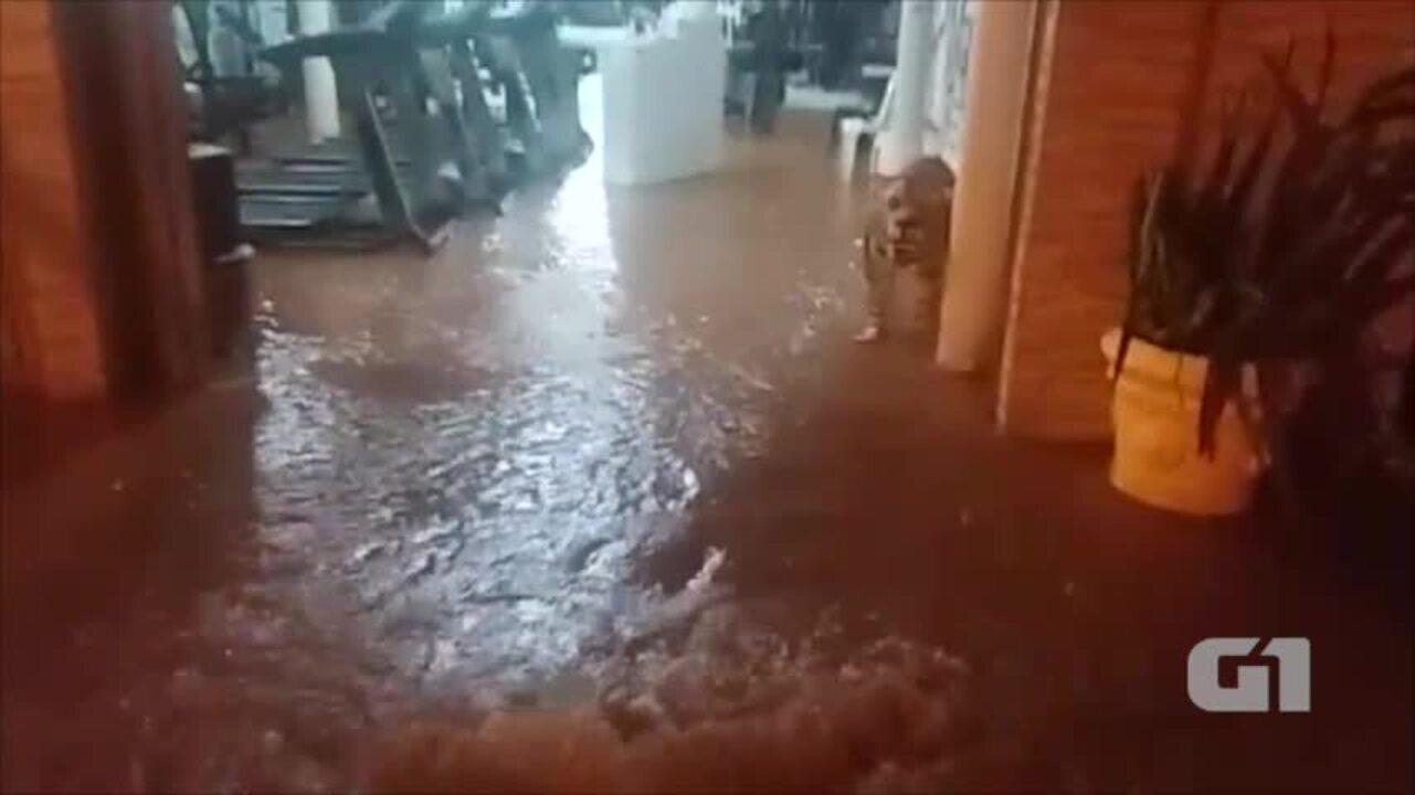 Vazamento alaga academia e deixa mais de 20 bairros sem água em Teresina