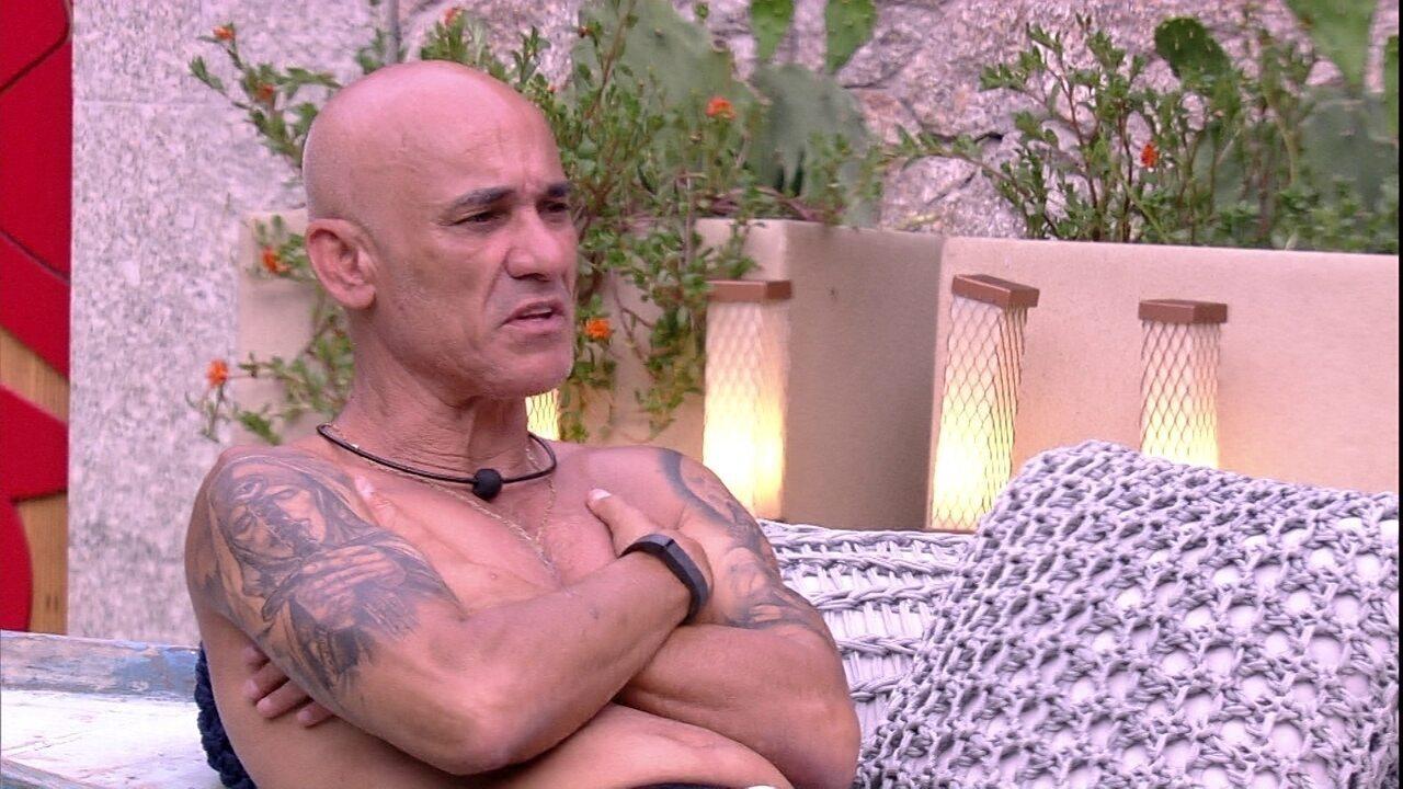 Ayrton reflete: 'A única coisa que eu quero ao sair daqui é a minha mulher bem'