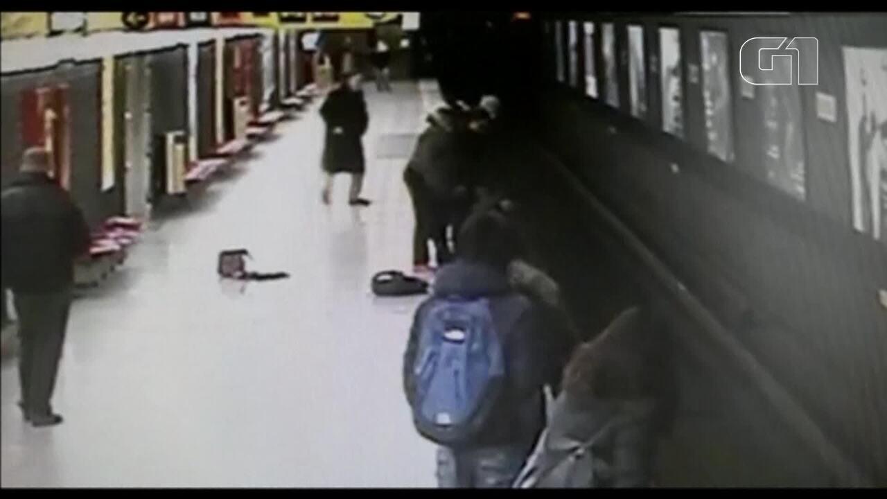 Jovem resgata criança de trilhos do metrô na Itália