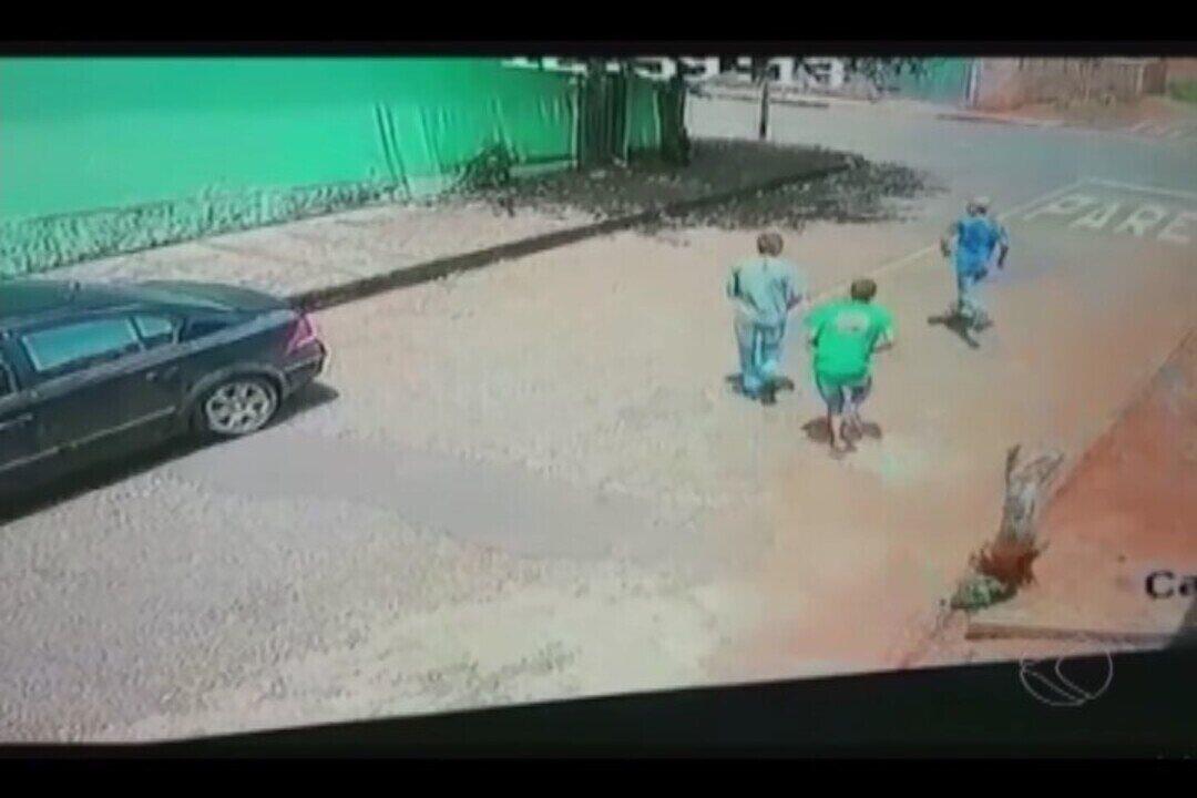 Criminosos matam duas pessoas a tiros e deixam um ferido em Monte Carmelo