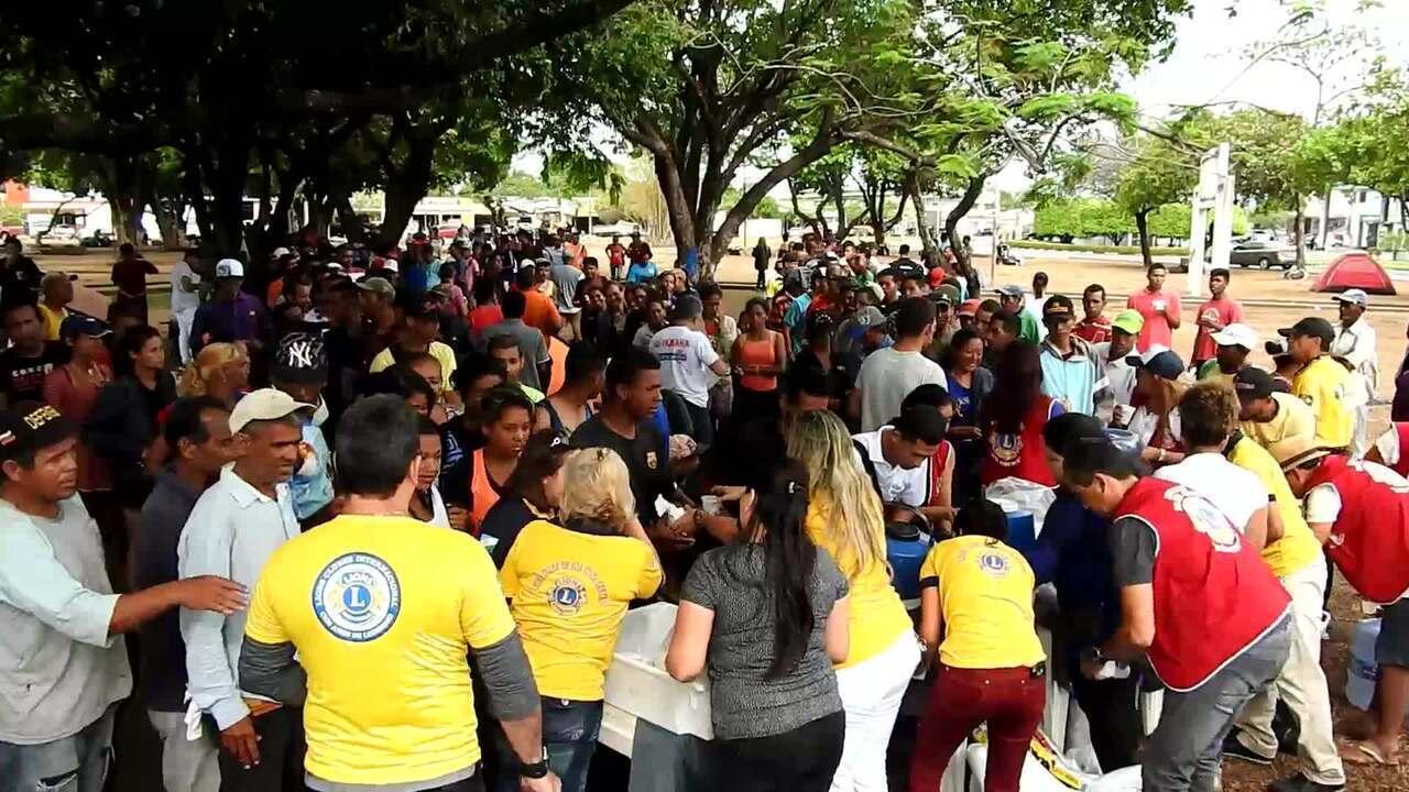 Venezuelanos são vacinados na praça Simón Bolívar, em Boa Vista