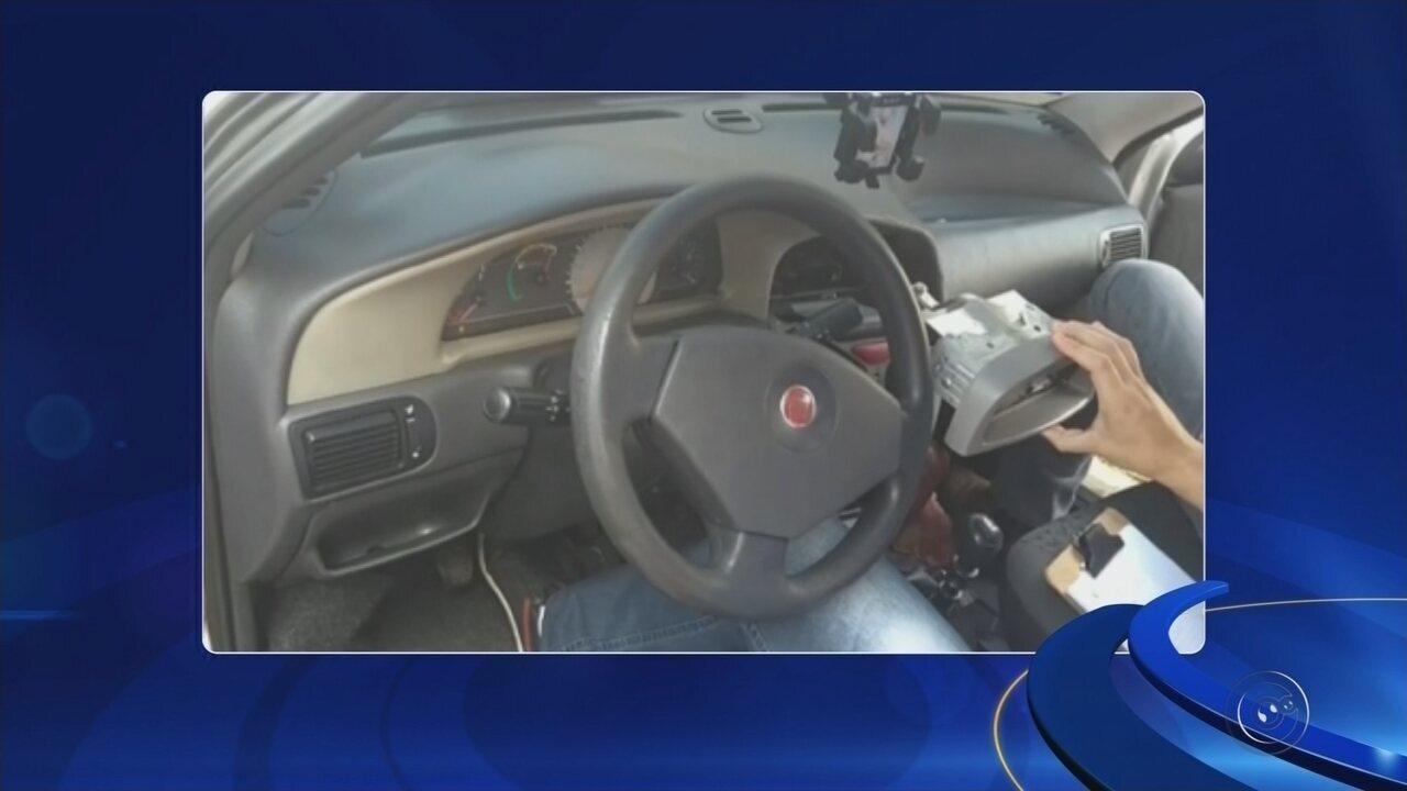 Motorista é preso transportando cocaína em compartimento secreto de veículo em Araçatuba
