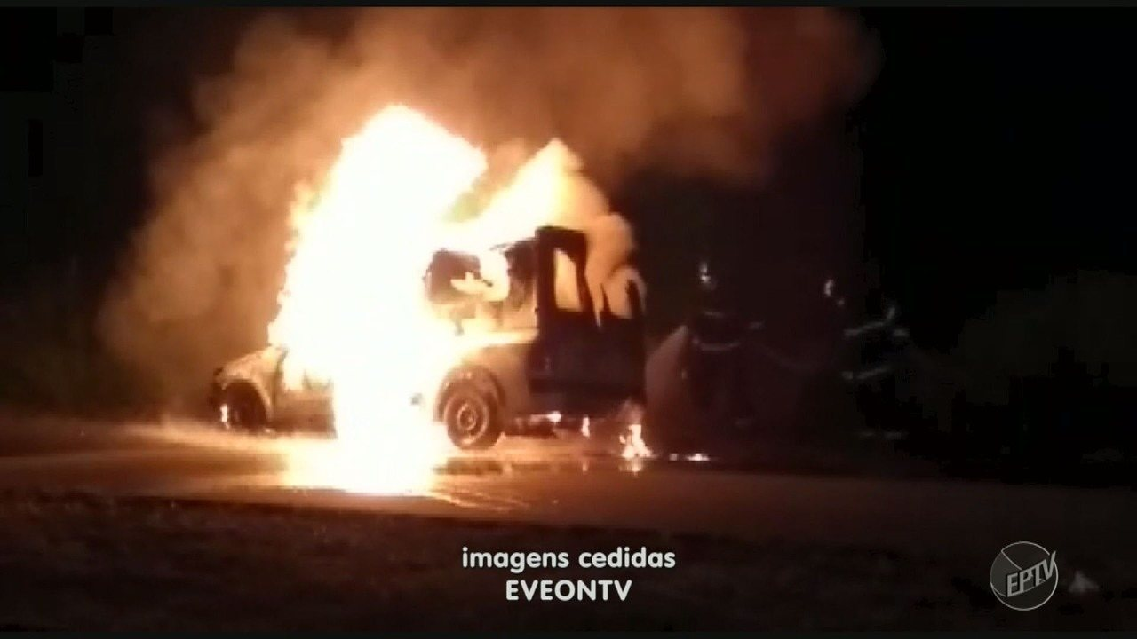 Ambulância da Prefeitura de Limeira pega fogo no Bairro Abílio Pedro