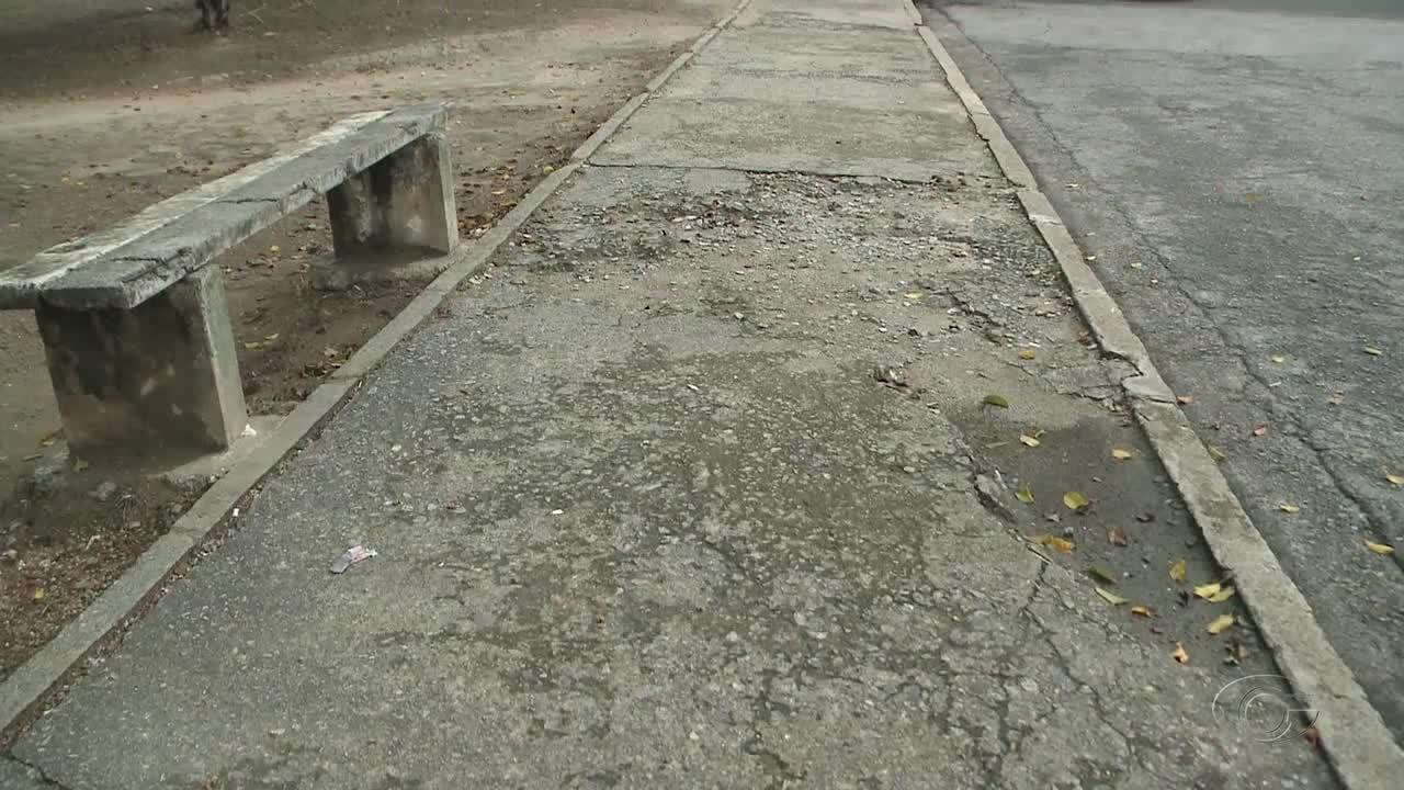 Praça da Caixa D'água no conjunto Dubeux Leão está abandonada