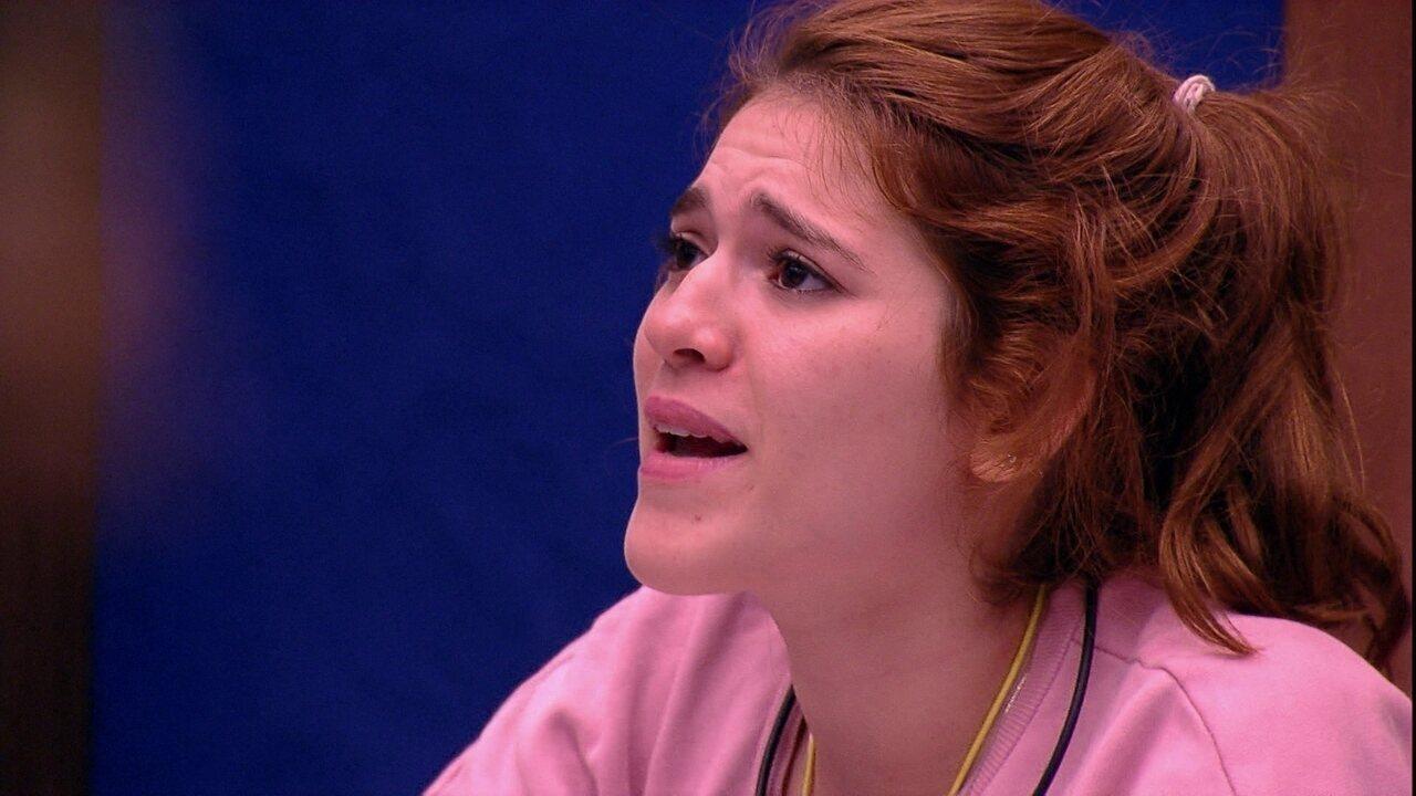 Ana Clara assiste à TV do Bangalô e se surpreende com susto dos brothers