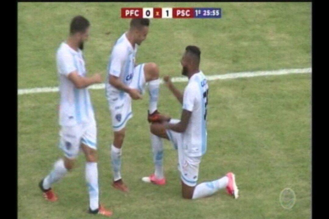 Gol do Paysandu! Cassiano recebe na entrada área e chuta no alto