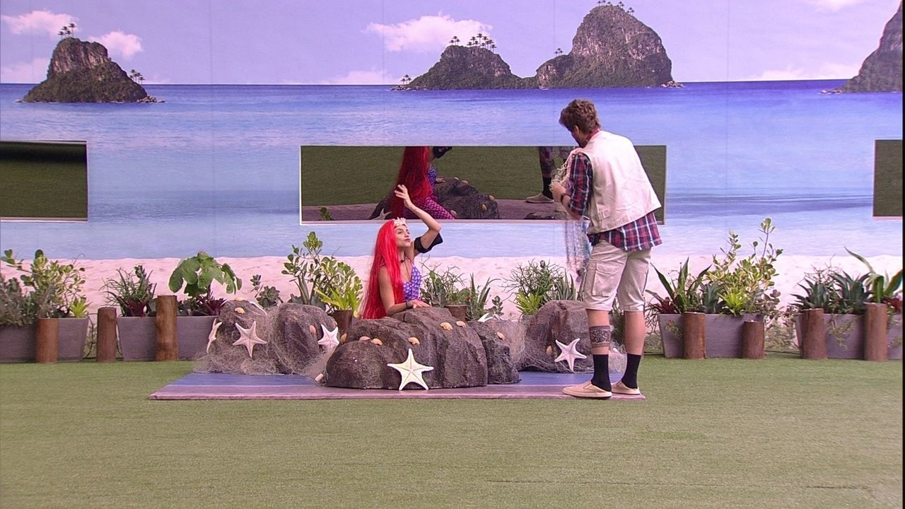 Breno e Paula cumprem o Castigo do Monstro no jardim do BBB