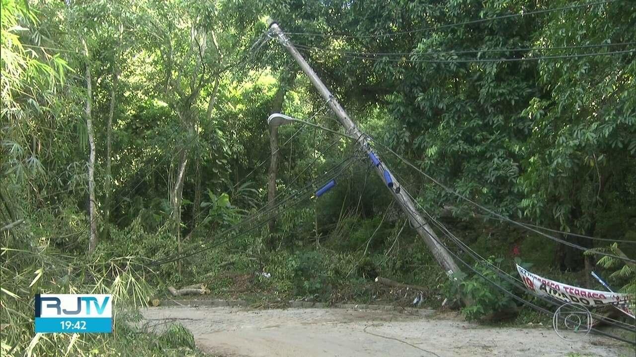 Moradores do Rio continuam enfrentando as consequências do temporal