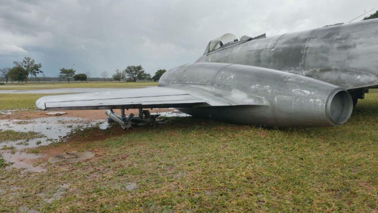 Chuva causa estragos na Academia da Força Aérea de Pirassununga, SP