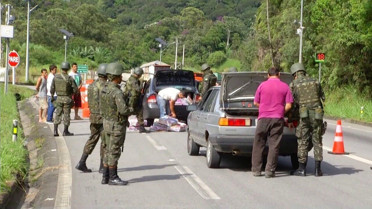 Forças Armadas fazem operação em rodovias na Serra do RJ nesta terça-feira