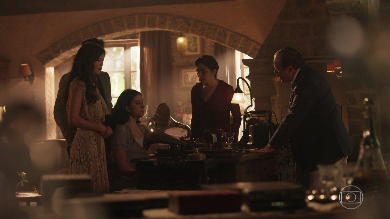 Tereza revela a José Augusto e Delfina que está grávida
