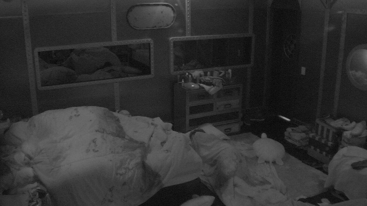 Todos dormem na casa do BBB18 após eliminação de Nayara