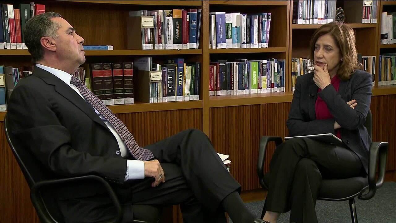 Em entrevista a Mirim Leitão, ministro Barroso diz que intervenção no RJ não resolve