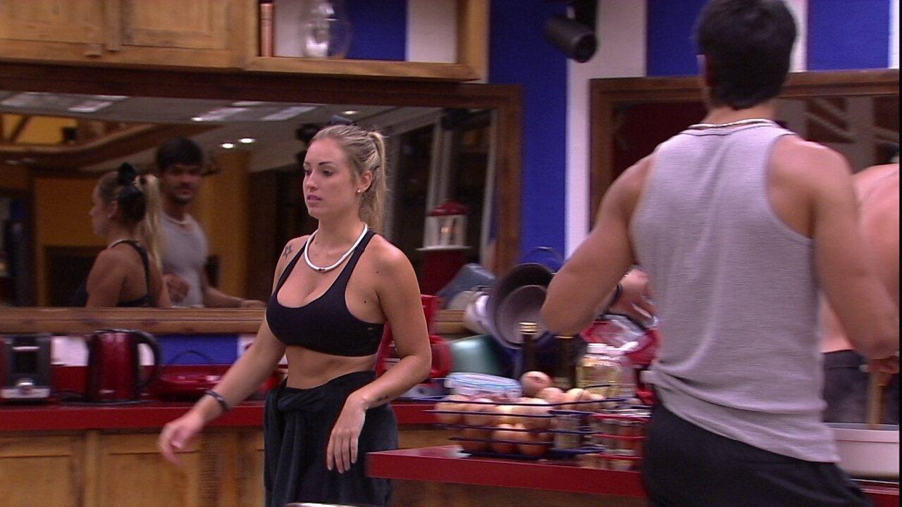 Jéssica diz que está irritada e Lucas rebate: 'Ignorante'