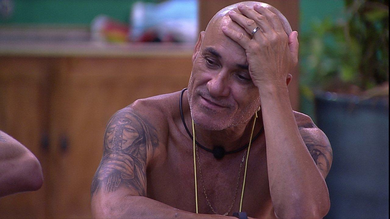 Ayrton brinca com Paula: 'Estou de mal com você'