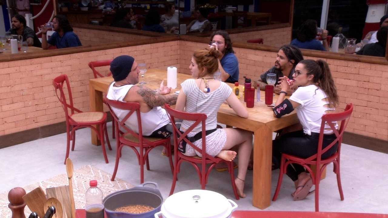 Ana Clara brinca sobre hambúrger: 'Foi café da manhã mesmo'