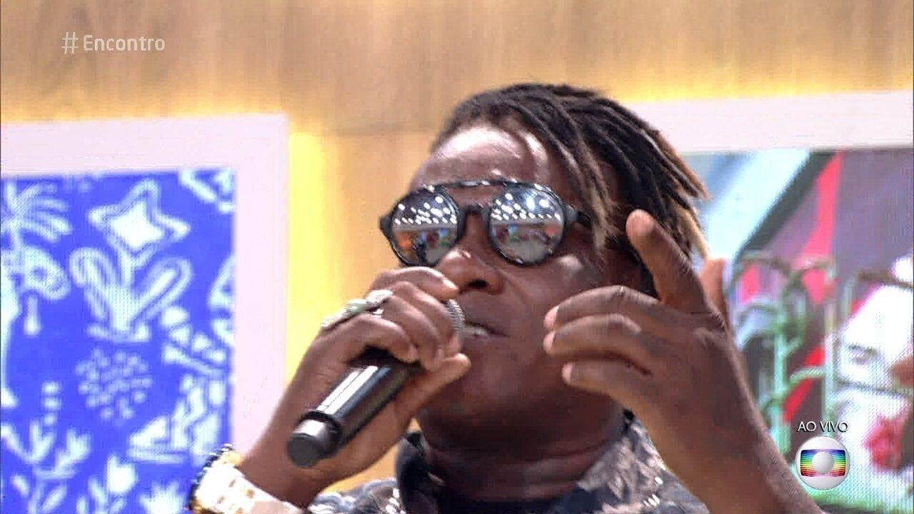 MC Sapão canta 'Vou Desafiar Você'
