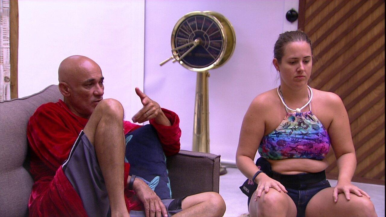 Ana Clara cochila e Ayrton reclama: 'Agora vai o dia inteiro'