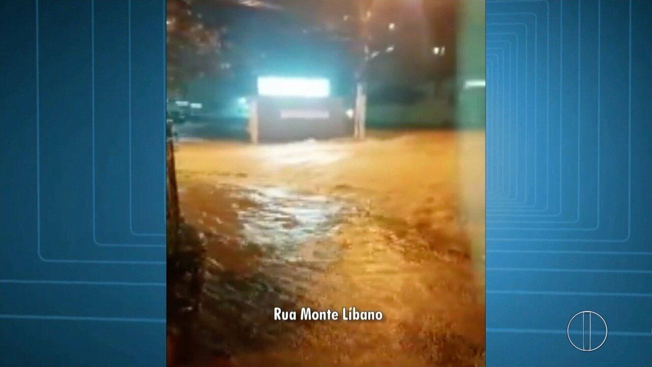 Bairros de Nova Friburgo, RJ, são atingidos por alagamentos após forte chuva