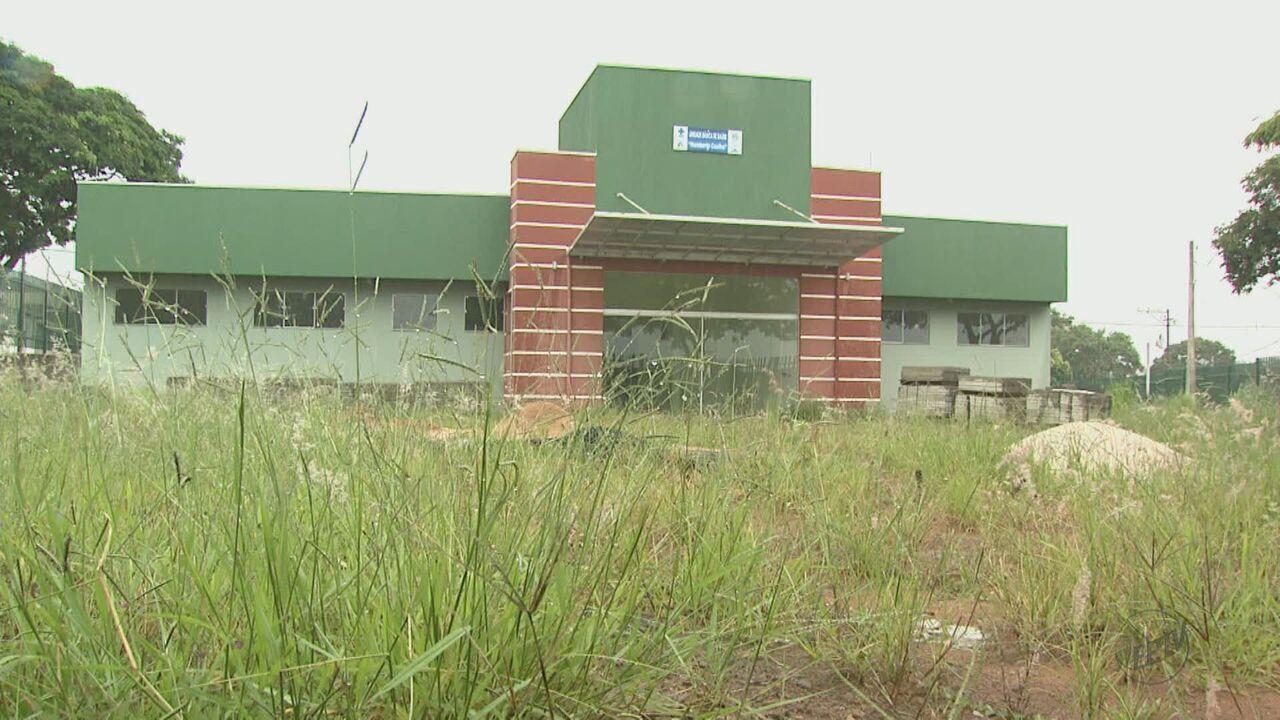 Moradores de Descalvado denunciam obras de postos de saúde inacabadas