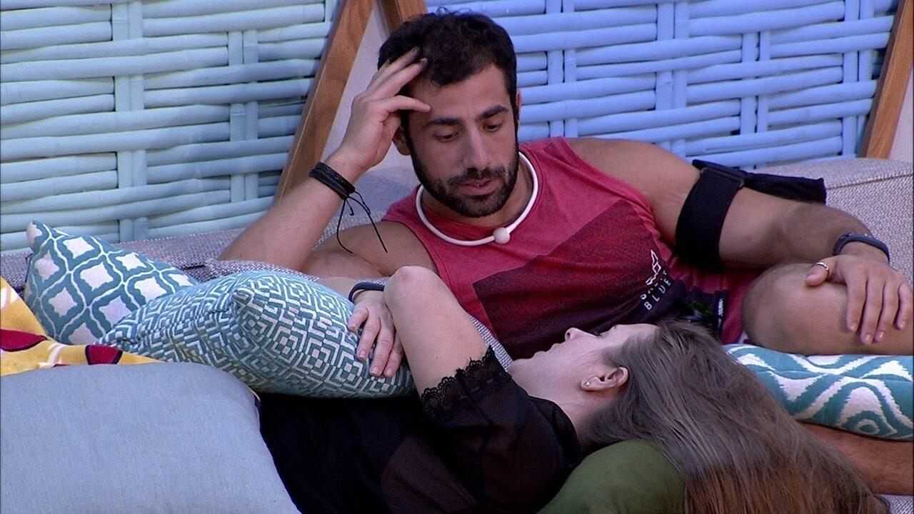 Kaysar revela sonho de morar na praia e imagina jantar romântico com sister