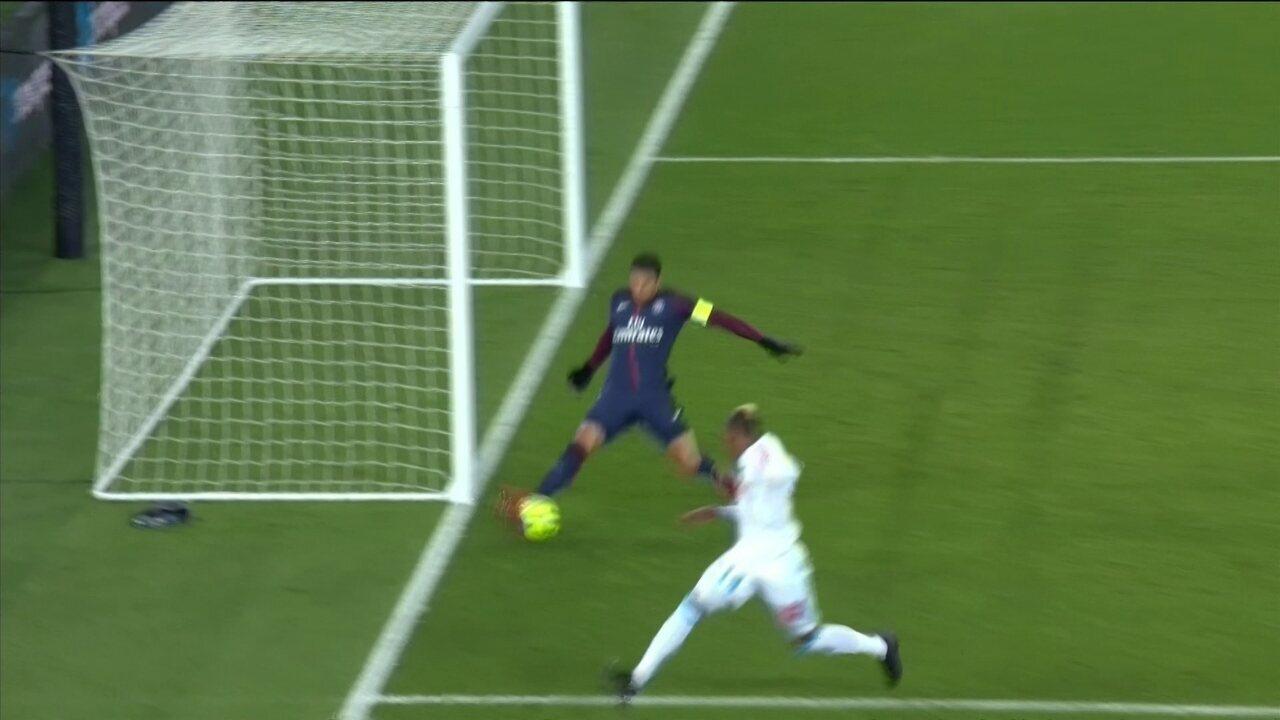 Thiago Silva evita o gol! Zagueiro do Brasil afasta perigo no fim da partida