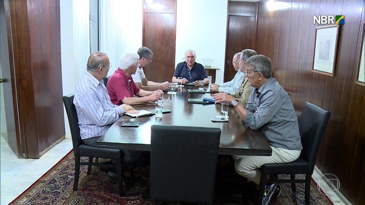 Michel Temer reúne ministros no Palácio do Jaburu neste domingo (25)