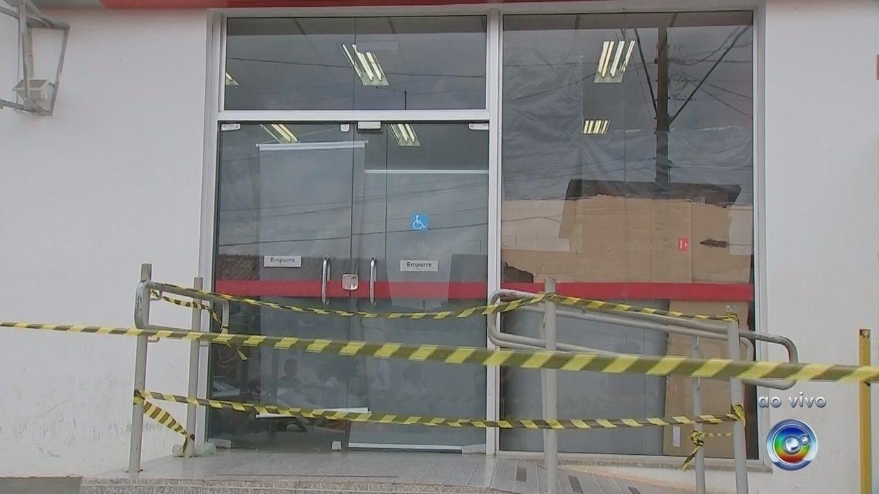 Quadrilha assalta banco e PM é baleado durante tiroteio em Capela do Alto