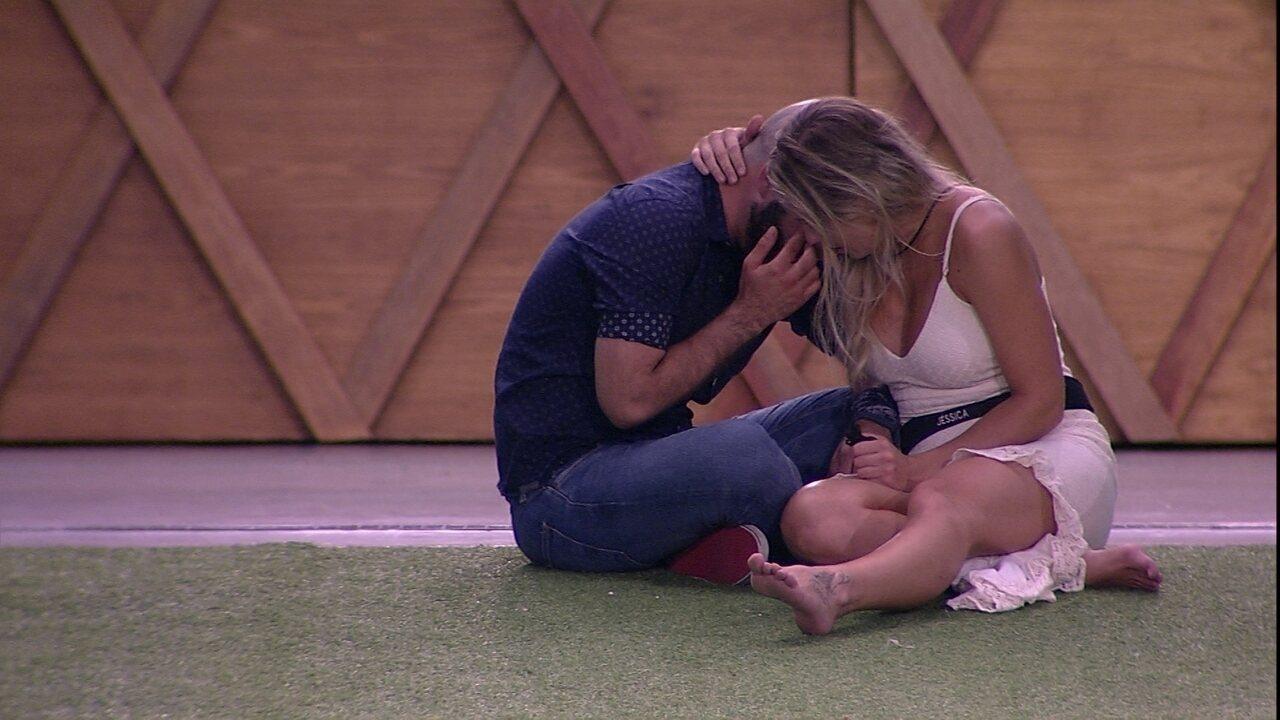 Jéssica e Mahmoud choram abraçados e sister fala: 'Vamos ser fortes'