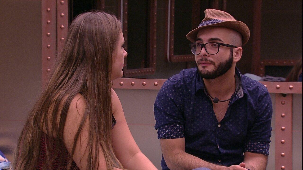 Patrícia defende Caruso para Mahmoud: 'Tem o coração bom'
