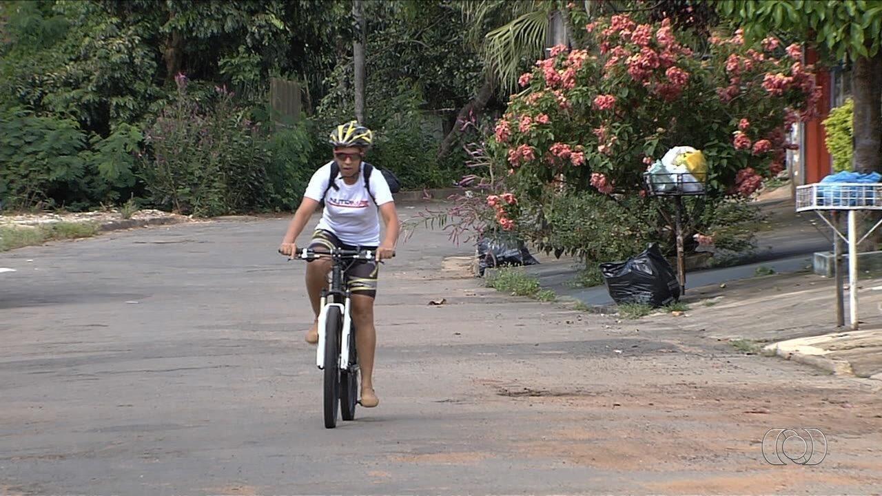 Após chuva, ciclista perde quase tudo e precisa treinar com sandália em Goiânia