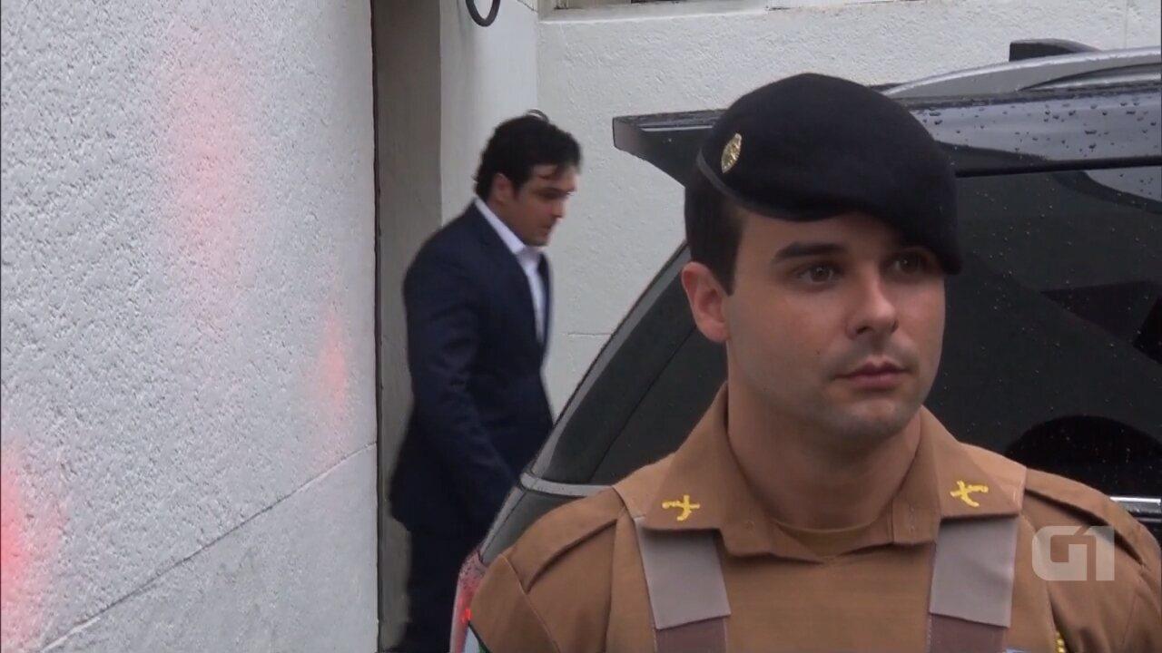 Carli Filho deixa Tribunal do Júri aos gritos de assassino