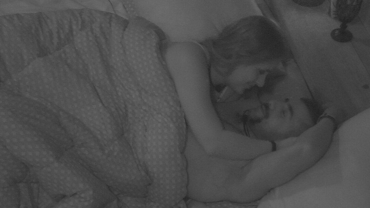 Após beijos em Kaysar, Patrícia ouve de brother: 'Chega'