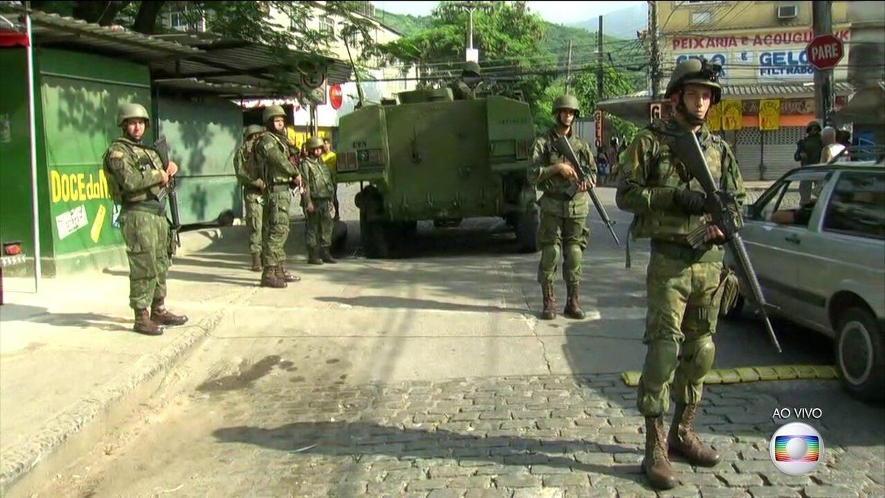 Forças Armadas fazem nova operação na Vila Kennedy