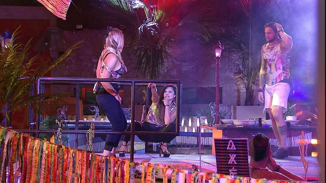 Jéssica canta para sister: 'Paulina safadinha, eu quero é tu'