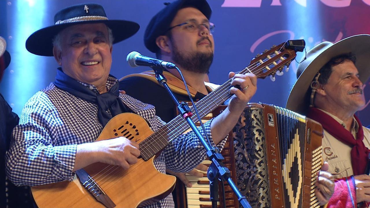 'Galpão Crioulo' no especial 'O Grande Encontro' encerra com a música 'Pilchas' (bloco 4)