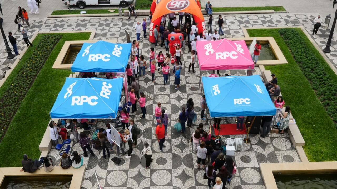 RPC comemora o Dia Internacional da Mulher em frente ao Paço da Liberdade