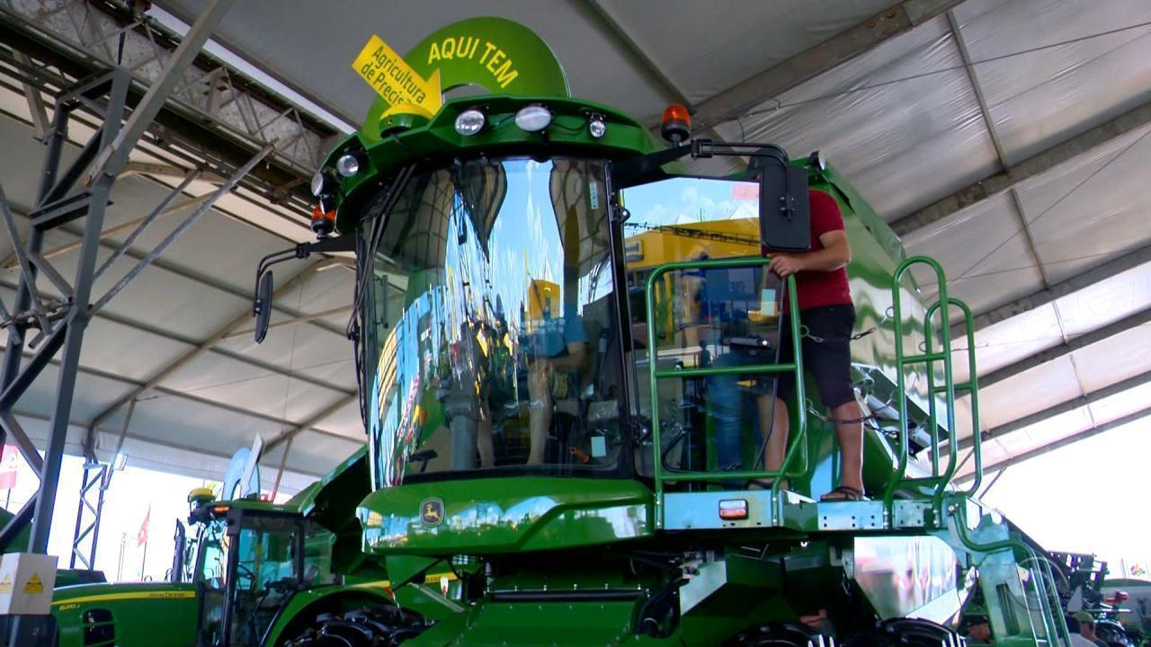 Conforto para o produtor e maior produtividade, máquinas agrícolas são expostas no RS